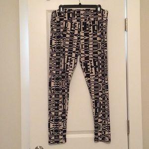 TC LuLaRoe black and white leggings